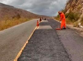 tapa buraco 270x198 - DER faz nova operação tapa buraco em 1.140 km de rodovias no Estado