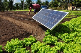 22.12.17 energia solar1 270x179 - Orçamento Democrático leva energia solar a agricultores da região de Itabaiana