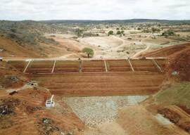 construcao da barragem de cacimbinha 270x192 - Obras realizadas em 2017 garantem segurança hídrica para diversas regiões paraibanas