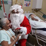 papai noel visita pacientes do hospital de trauma e HTop (3)