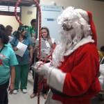 papai noel visita pacientes do hospital de trauma e HTop (4)