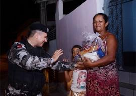 policia militar entrega donativos peração boas festas solidarias (4)