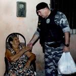 policia militar entrega donativos peração boas festas solidarias (5)