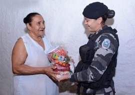 policia militar entrega donativos peração boas festas solidarias (6)