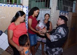 policia militar entrega donativos peração boas festas solidarias (8)