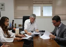 ricardo TESS industrias foto francisco franca 1 270x191 - Ricardo assina Protocolo para ampliação de empresa de calçados gerando cerca de 400 empregos