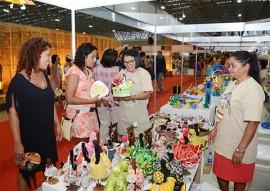 compras no salao de artesanato foto walter rafael 4 270x191 - 27ª edição do Salão de Artesanato já faturou R$ 298,6 mil em vendas diretas