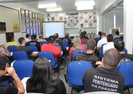 diretores e agentes em plenario foto walter rafael 1 270x191 - Governo investe mais de R$ 5 milhões em viaturas e equipamentos para agentes penitenciários