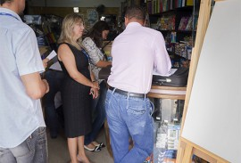 procon pb faz operacao volta as aualas foto procon pb 2 270x183 - Operação Volta às Aulas apreende materiais vencidos em lojas de João Pessoa