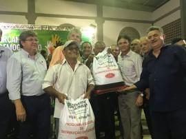 02.02.18 governo distribui sementes 3 270x202 - Governo do Estado distribui sementes durante plenária do Orçamento Democrático em Itaporanga