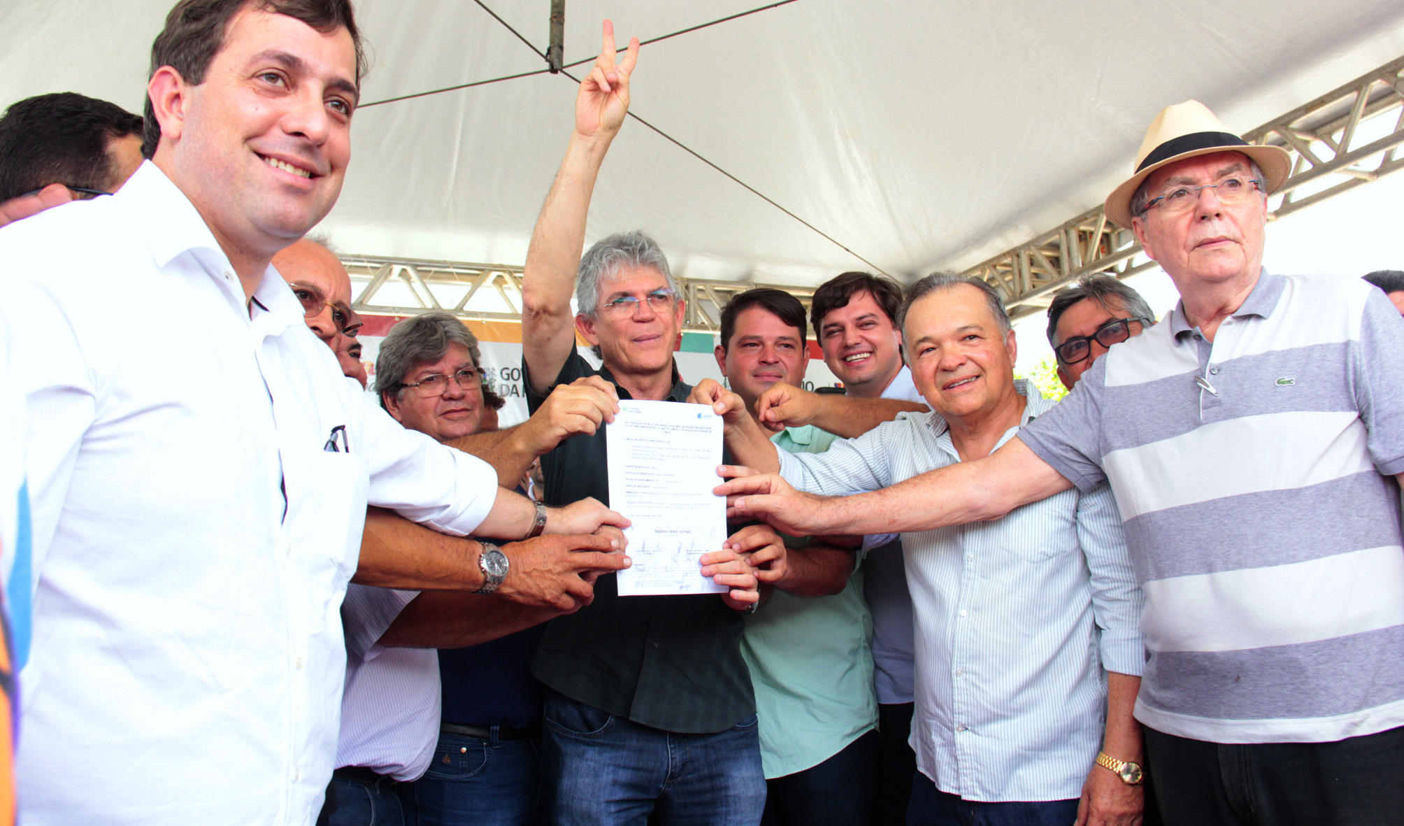 ricardo assina ordem de servico para construcao de adutora na cidade de emas foto jose marques (4)