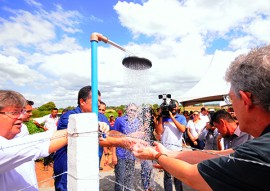 ricardo inaugura sistema de adutora em sobrado foto jose marques 2 270x191 - Ricardo entrega sistemas de abastecimento de água beneficiando 200 famílias de Sobrado
