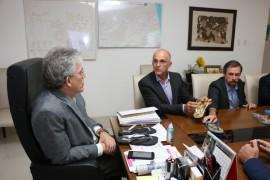 sandálias blue2 foto Francisco França 270x180 - Ricardo se reúne com representantes de empresa de calçados que funcionará em Campina Grande