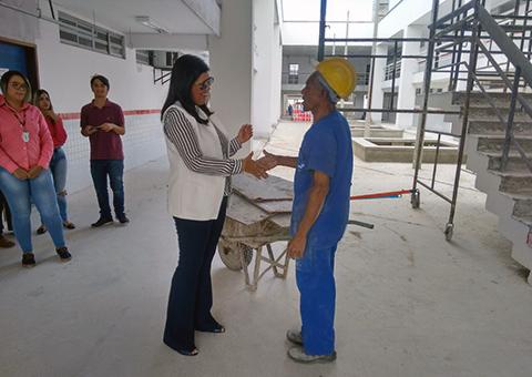 vice gov ligia visita obras da escola cidada tecnica em CG e Estadio O amigao (3)