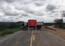 der governo restaura estrada atingida por chuva em barra de sao miguel PB 196 3 270x191 - DER recupera pista danificada em Barra de São Miguel e tráfego será normalizado em 15 dias