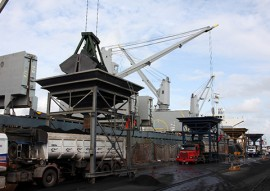 docas porto de cabedelo recebe carga de petcoke 270x191 - Porto de Cabedelo recebe carga de petcoke e movimentação deve crescer em maio