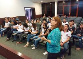 """estudantes auditorio da FCJA 270x191 - Alunos da rede estadual iniciam visita do projeto """"A Escola vai à Fundação Casa de José Américo"""""""