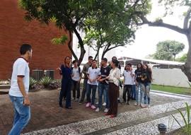 """estudantes no pomar do museu da FCJA 270x191 - Alunos da rede estadual iniciam visita do projeto """"A Escola vai à Fundação Casa de José Américo"""""""