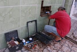 instalacao do hidrometro da cagepa foto francisaco franca 270x183 - Ricardo entrega abastecimento d'água e autorioza licitação para construção de escola em Assunção