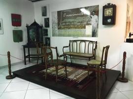 relogio e oratorio zelins 270x202 - Museu da Funesc recebe oratório e relógio de parede usados por José Lins do Rêgo