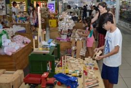 feira de artesanto brincarte foto walter rafael 1 1 270x181 - Famílias prestigiam Feira de Brinquedos Populares realizada pelo PAP no Shopping Sul