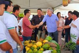 ricardo entrega a cartilha das escolas estaduais_foto jose marques (6)