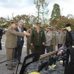 gricardo e autoridades obseervam armamento_foto walter rafael (1)