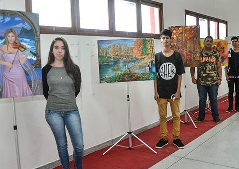 see escola C I Alice Carneiro exposicao de artes plasticas obras de alunos foto delmer rodrigues (5)